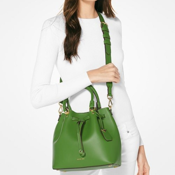 697c1e3e5f4c NWT MICHAEL KORS Blakely Medium Bucket Bag GREEN